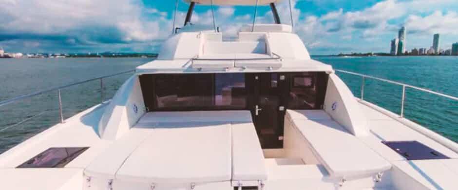 Catamarán V